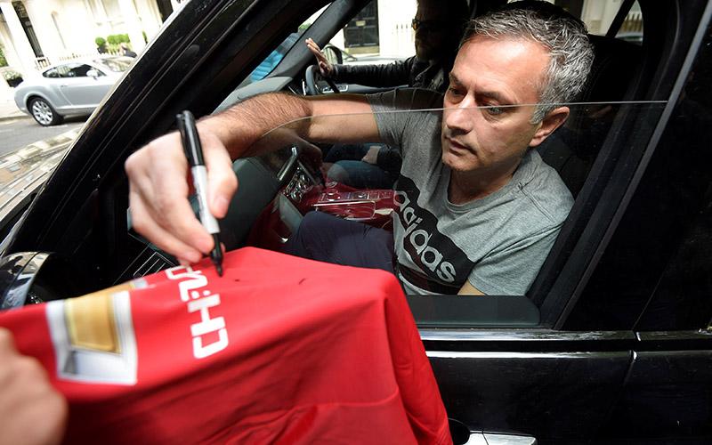 Jose Mourinho Terus Bidik Gelandang Muda Valencia
