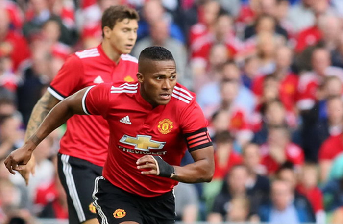 Manchester United's Ecuadorian midfielder Antonio Valencia (L) controls the ball  during the pre-season friendly game between Manchester United and Sampdoria at the Aviva stadium in Dublin on August 2, 2017. / AFP PHOTO / Paul FAITH        (Photo credit should read PAUL FAITH/AFP/Getty Images)