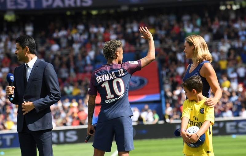 hanya-jadi-penonton-neymar-dapat-sambutan-meriah-di-laga-perdana-psg-PyzkHZSgGl