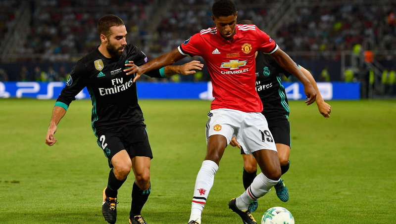 SKOPJE, MACEDONIA - AUGUST 08:  Daniel Carvajal of Real Madrid and Marcus Rashford of Manchester United battle for possession during the UEFA Super Cup final between Real Madrid and Manchester United at the Philip II Arena on August 8, 2017 in Skopje, Macedonia.  (Photo by Dan Mullan/Getty Images)
